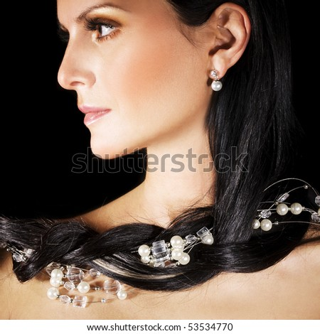 Brunette with pearl jewelry