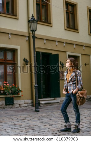 Brunette woman walking on the city street