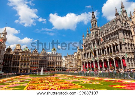 BRUSSELS - AUGUST 14: Every two years thousands of visitors come to see the floral carpet on the famous Grand Place square on August 14, 2010 in Brussels.  Almost 800,000 begonias were  used this year.
