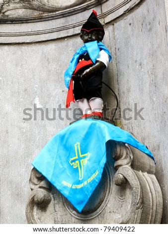 BRUSSELS, BELGIUM - SEPTEMBER 20: The famous Brussels' landmark Manneken Pis in Poepedroeger attire in Brussels on September 20, 2009. The statue is dressed in different costumes several times a week