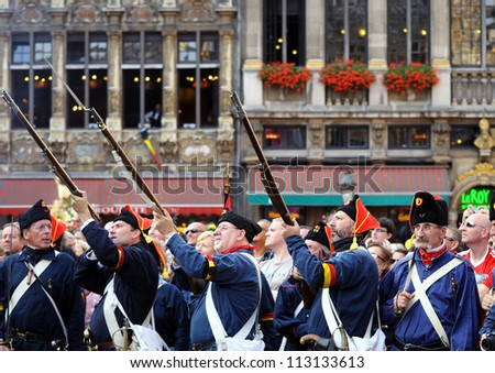 BRUSSELS, BELGIUM-SEPTEMBER 26: Unidentified performers in uniforms from 1830 shoot salute in ceremony on Grand Place during Celebrations of French Community on September 26, 2009 in Brussels, Belgium