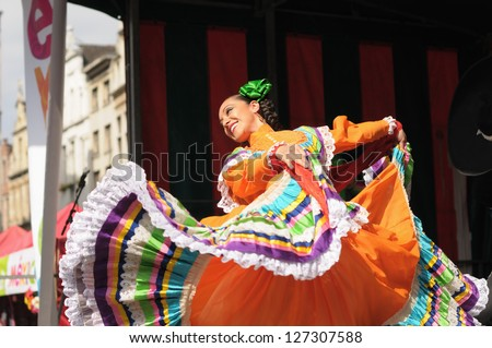 BRUSSELS, BELGIUM-SEPTEMBER 15: Xochicalli Mexican folkloric ballet performs in a concert on Grand Place during 12 edition of Folklorissimo Festival on September 15, 2012 in Brussels, Belgium. - stock photo