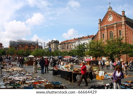 BRUSSELS - SEPTEMBER 2: Daily flea market at Place du Jeu de Balle on September 2, 2009 in Brussels. According to the Guardian, it is the 5th most interesting flea market in Europe.