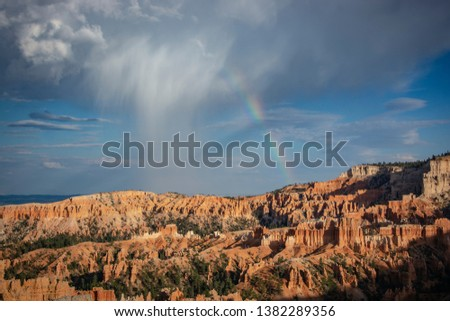 Bryce Canyon, the national park of the United States, among the most famous. Characteristic for the thousand shades of colors, and for its almost surreal pinnacles.
