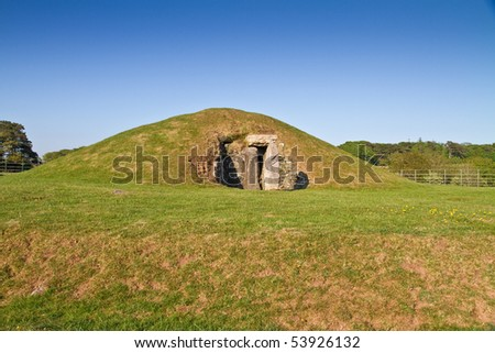 Bryn Celli Ddu Burial Chamber, an impressive Neolithic chambered tomb, with partially restored entrance passage and mound, on the site of a former henge monument, on the Isle of Anglesey, Wales,UK