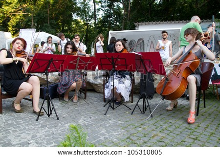 BUCHAREST - JUNE 15: Unknown artists perform on Arthur Verona - Painter street as part of Street Delivery 2012, on June 15, 2012 in Bucharest, Romania