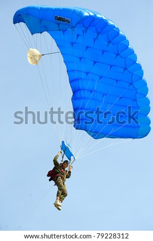 BUCHAREST, ROMANIA - JUNE 4: Paratroopers from National Skydiving Club at Transilv Aero Show 2011 in Clinceni on June 4, 2011 on Bucharest, Romania