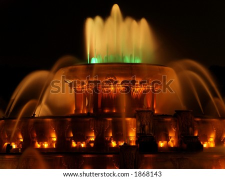 Buckingham Fountain at Night and lit up.