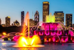 Buckingham Fountain at night in Chicago, USA
