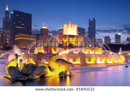 Buckingham Fountain at night in Downtown Chicago, Illinois
