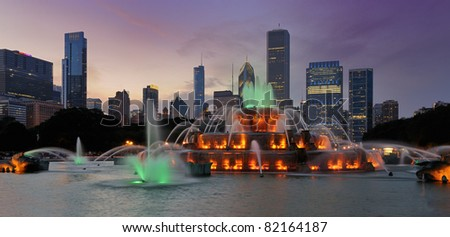 Buckingham Fountain at night in Grant Park in Chicago, Illinois