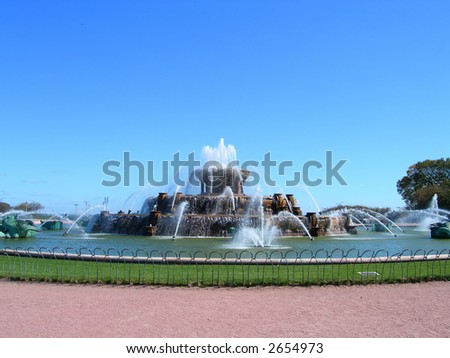 Buckingham Fountain in Chicago Millennium Park against clear blue sky
