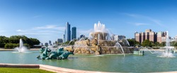 Buckingham fountain in Millennium park on a sunny day in Chicago, US