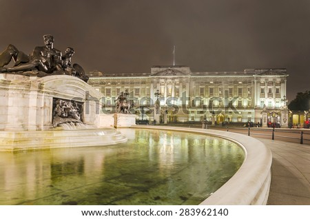 Shutterstock Buckingham Palace and Victoria Memorial in London, home to the Queen of England. Night shoot