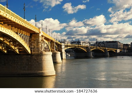 Budapest #184727636