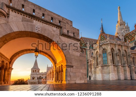 Budapest, Hungary - North gate of the Fisherman's Bastion (Halaszbastya) with the beautiful Matthias Church at golden sunrise and clear blue sky Сток-фото ©