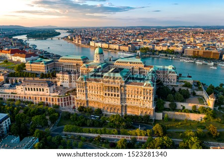 Budapest Hungary - skyline panorama of Budapest. The Danube the Parliament the Chain Bridge and the Buda Castle and the Margaret bridge . Foto stock ©