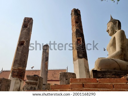 Buddha's image, which villagers call Luang Poh Yai, more than 700 years, is situated in the back of the vihara Wat Phra Mahathat Chainat, Thailand, and restored by the Fine Arts Department in 1983. Photo stock ©