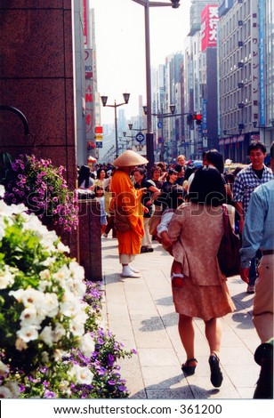 Buddhist monk chanting and begging for alms in the Ginza district of Tokyo, Japan