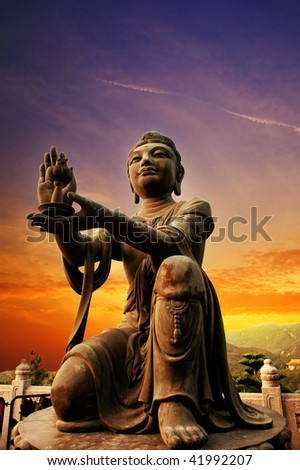 Buddhistic statue praising and making offerings to the Tian Tan Buddha (Hong kong, Lantau)
