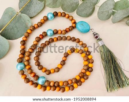 Buddhistische Mala Kette für Meditation Stock fotó ©