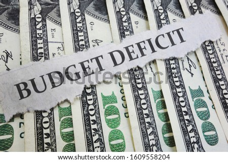 Budget Deficit news headline on hundred dollar bills  -- government spending concept                               Foto stock ©