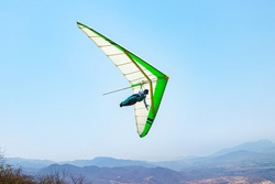 Build and hang-gliding from above Delta wing