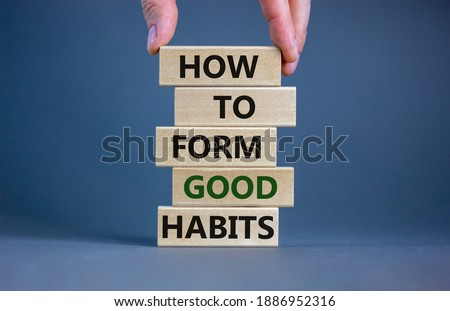 Build good habits symbol. Wooden blocks with words 'how to form good habits'. Male hand. Beautiful grey background, copy space. Business, psychological and build good habits concept. Stockfoto ©