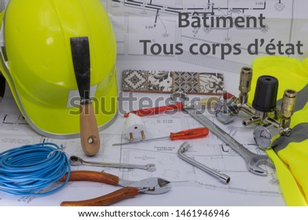 Building industry all specialities graphic resource with house plan security equipment and hardware (bâtiment tous corps d'état is building industry all specialities written in French)
