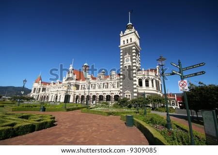 Building of Dunedin Railway Station