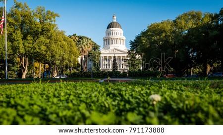 Building of State Capitol in Sacramento California #791173888