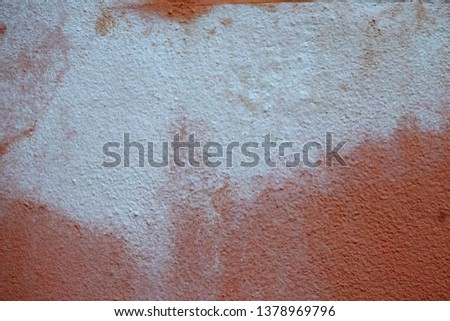 Building wall colors are not standardized and deteriorated.