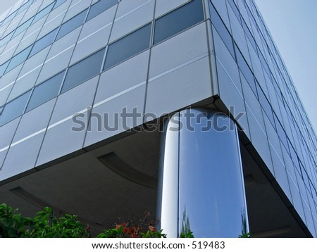 Building with reflective column