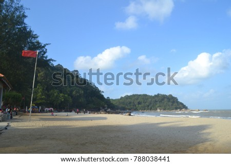 Bukit Keluang has some of the best coastal scenery in Malaysia with lovely beaches,a wooden walkway along the cliff edge,sea caves and a 141 meter high hill with a superb view over the South China sea