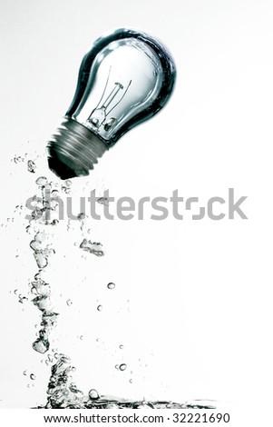 Bulb splashing on water
