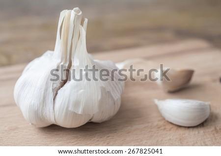 Bulbs of garlic and garlic cloves on a table