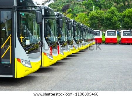 Bulk parking of electric buses in parking lot