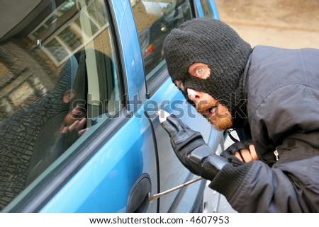 burglar wearing a mask (balaclava), car burglary