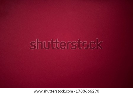 Burgundy Red Striped Paper Texture Background. Purple red grunge wall background with dark spots Foto stock ©