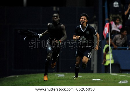 BURIRAM, THAILAND-SEPT 21:Frank Opoku Acheampong(L) of Buriram PEA in action during Toyota League Cup between Buriram PEA(B) and Chonburi Fc(G) at I-mobile Stadium on September 21, 2011 in Buriram Thailand