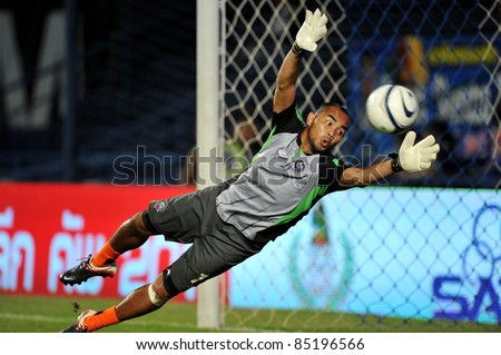 BURIRAM, THAILAND-SEPT 21: Siwarak Tedsungnoen(GK) of Buriram PEA in action during Toyota League Cup between Buriram PEA(B) and Chonburi Fc(G) at I-mobile Stadium on September 21, 2011 in Buriram, Thailand.