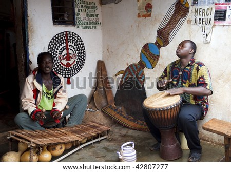 BURKINA FASO - AUGUST 14: Men playing African percussion instruments, Bobo Dioulasso is a city of music in Burkina Faso, August 14, 2009 in Bobo Dioulasso, Burkina Faso