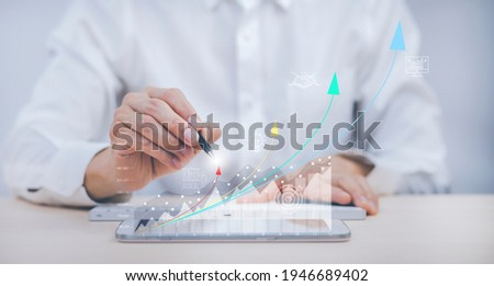 Business analytics and financial concept, Plans to increase business growth and an increase ,Technology and Business trend analysis concepts, with business graphs coming out on the computer notebook. Foto stock ©