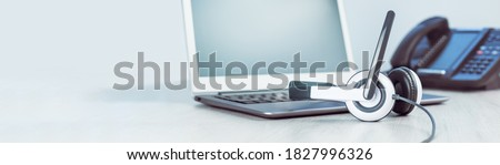 business and communications. Mockup laptop and voip phone in the office. Webinar or online conference. laptop on desk. IP telephony, Cold calling. Office work or learning. Copy space. Banner Zdjęcia stock ©