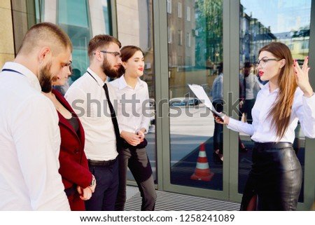 Business lady talks with her subordinates. Conversation. Meeting of employees.