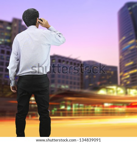 Business man talking on the phone in the city
