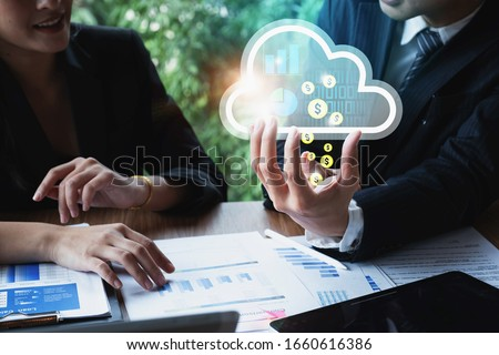 Business partner cooperation plan to using cloud technology in marketing. Foto stock ©