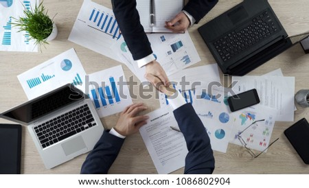 Business partners shaking hands, signing business contract after negotiations Stockfoto ©