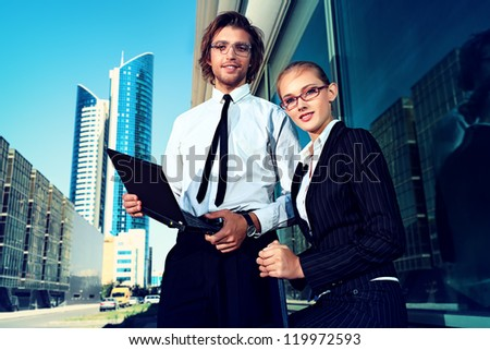 Business people are talking together in the big city.