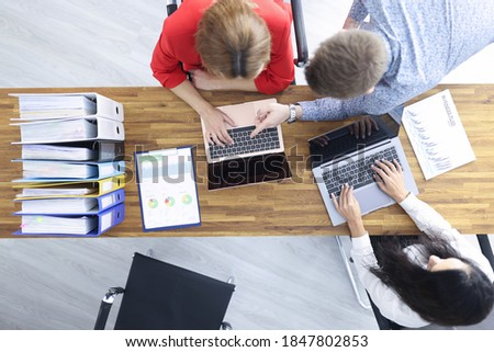 Business people sit at their desk and discuss development strategy. Small and medium business development concept Foto stock ©
